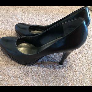 Nine West Black Round-toe Heels!